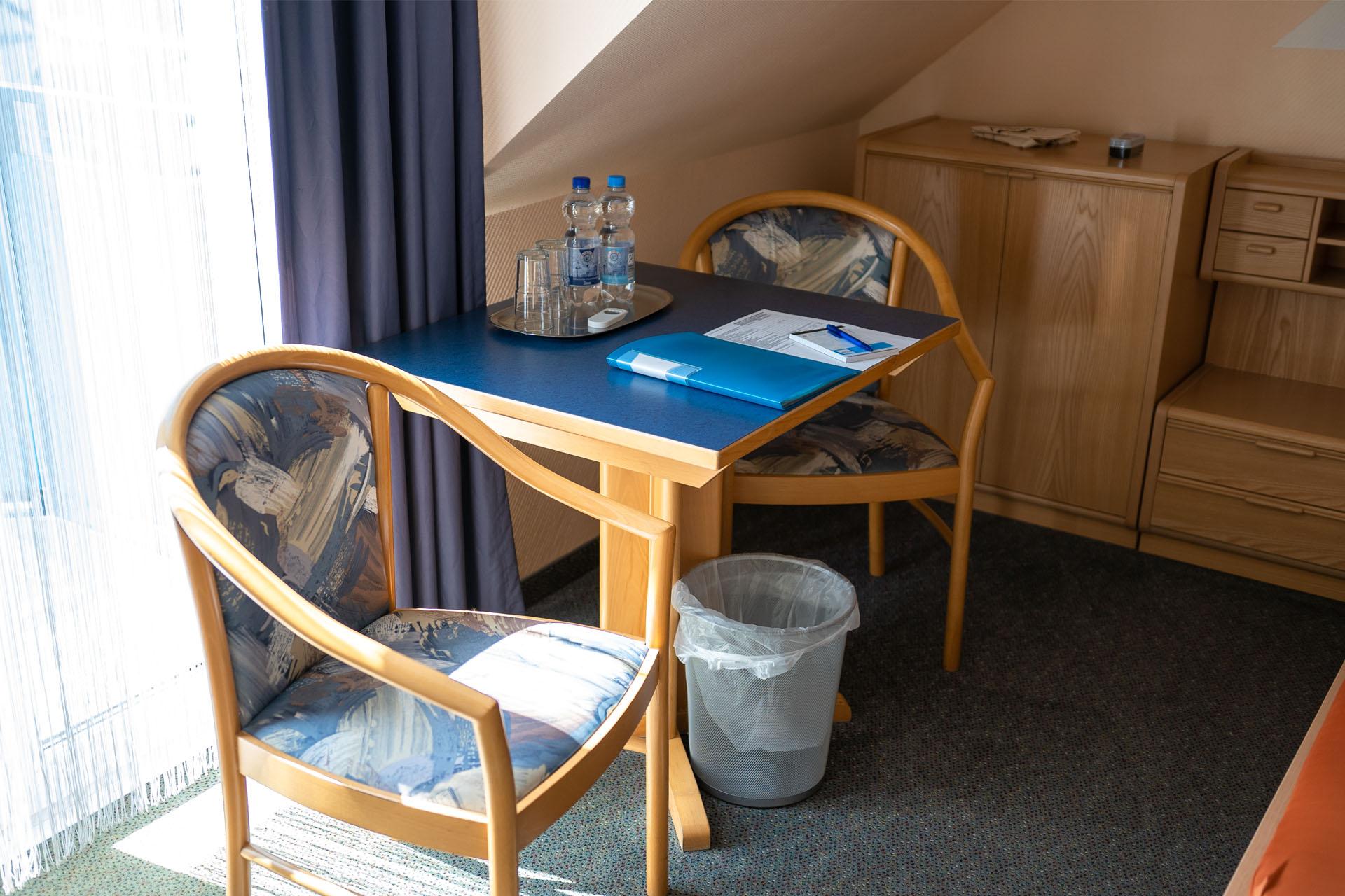 Hotel_Aggertal_Zimmer_Doppelzimmer_Sitzecke